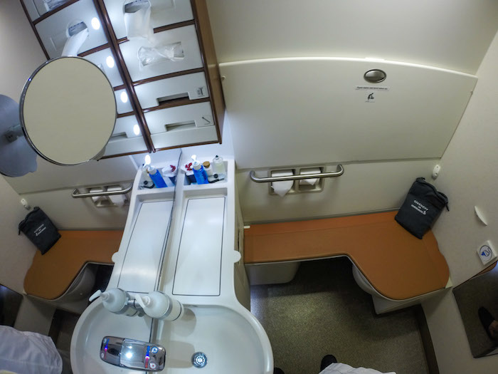 http://dereklow.co/what-its-like-to-fly-the-23000-singapore-airlines-suites-class/